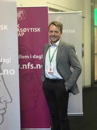 TEKNOLOGI I INDUSTRIEN: Inge Johansen, seniorrådgiver i LMI, snakket om industriens bruk av teknologi og e-helse på farmasidagene.