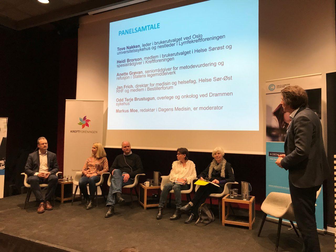 Bilde av fem mennesker i debatt