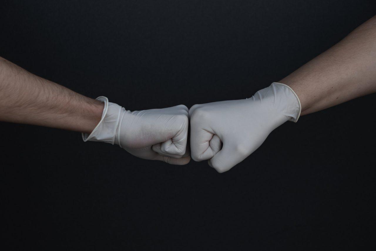 Virus korona hansker
